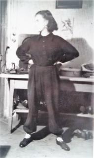 """Ein Bild von Daniela Meisels Großmutter, die schon früh um ein wildes und freies Leben als Frau kämpfte und nun ihre Enkelin zum Roman """"Wovon Schwalben träumen"""" inspirierte"""