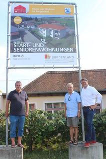 Der Abriss des alten Gebäudes beginnt demnächst, berichten Vbgm. Günther Peischl, Bgm. Willi Pammer und OSG-Obmann Alfred Kollar (von links).