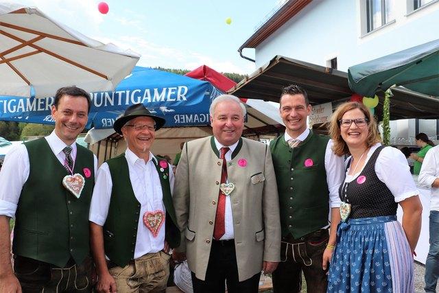 NAbg. Ernst Gödl, Kapellmeister Ernst Hofer, LH Hermann Schützenhöfer, Bgm. Alfred Brettenthaler und Vzbgm. Karin Fasching beim Dorffest in Stiwoll.