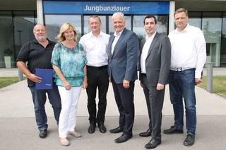 LHStv. Franz Schnabl, mit einer Delegation von GemeindevertreterInnen des Bezirks Melk auf Betriebsbesuch in der Firma Jungbunzlauer.