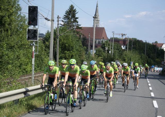 Die Teilnehmer des 4. Team Hrinkow Advarics Cycleang Radtages