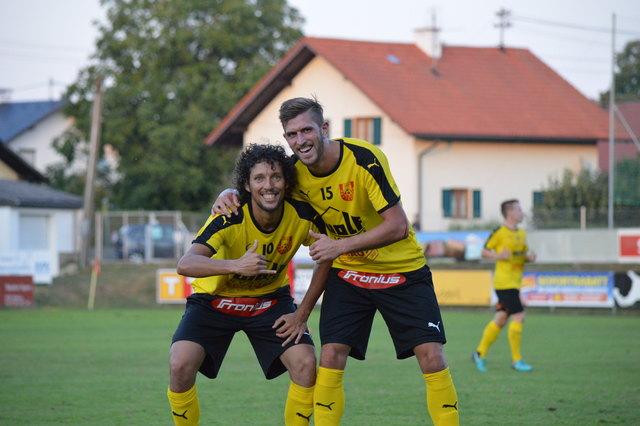 Vinicius Galvao (li.) und Andreas Pühringer (re.) trugen sich jeweils in die Toschützenliste für die Union Pettenbach ein.