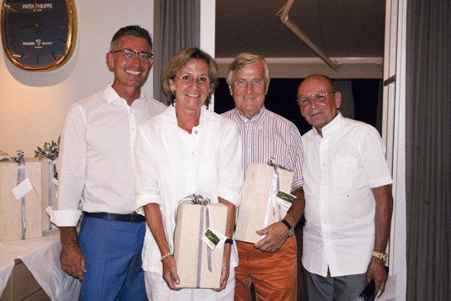 V. l. n. r.: Ralf Moser, Direktor Schoellerbank Salzburg, Claudia Hölzl, Albin Hölzl und Rudolf Mayrhofer, Sportwart/Captain des Golf & Country Clubs Salzburg-Klessheim