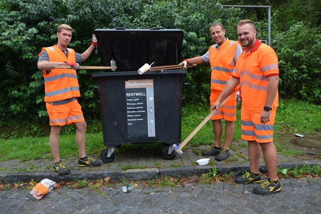 Patrick Egger, Andreas Gablerits und Patrick Haberl (v.l.) von der Autobahnmeistere Ilz bei ihrer täglichen Arbeit auf den Rastplätzen der Autobahn A2 zwischen Gleisdorf West und Lafnitztal/Oberwart.