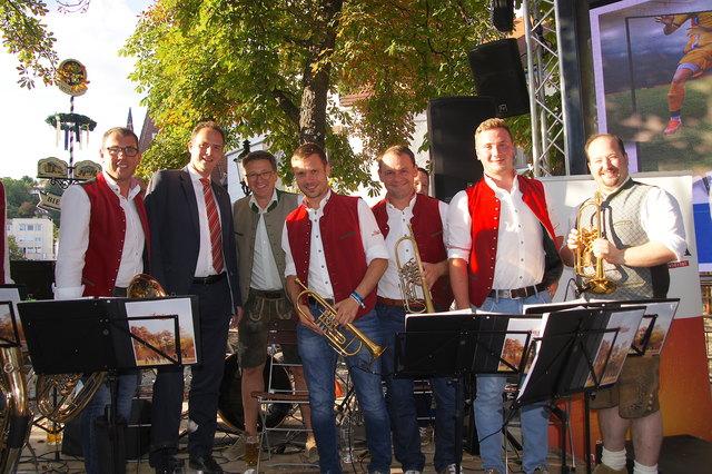 Herwig Jamek (Kassier RK Krems), Ohmar Seidl, Thomas Kalchhauser und die Musibanda