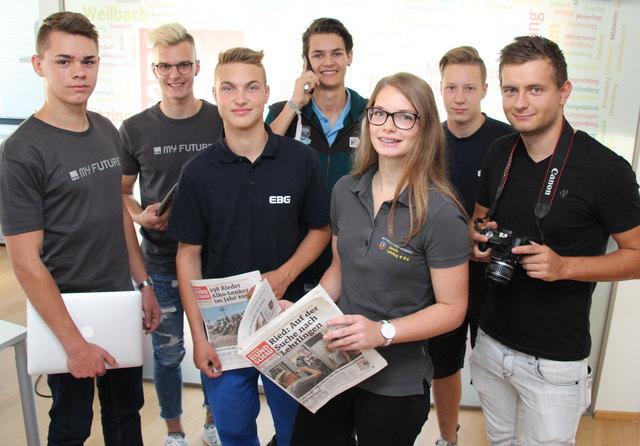 Die Lehrlingsredakteure waren in der Redaktion der BezirksRundschau Ried zu Besuch.