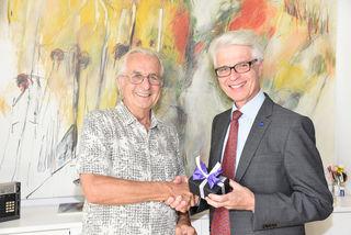 Im Bild GR HR Dr. Ernst Schebesta mit Peter Almássy