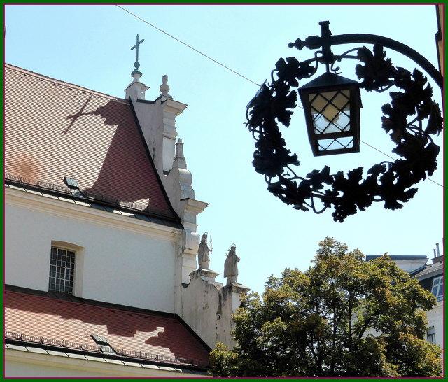 Schank zum Reichsapfel , im Hintergrund die Pfarrkirche St Josef, auch Karmeliterkirche