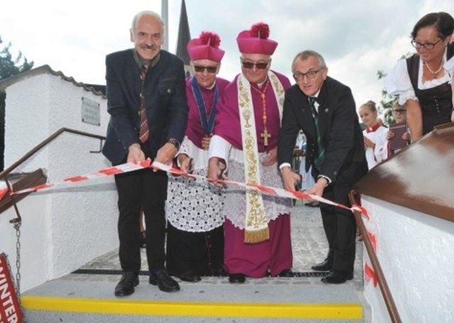 Feierliche Eröffnung der Kirchenstiege.