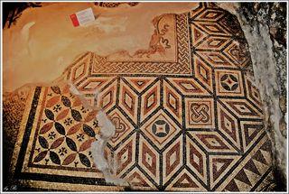 Die übereinanderliegenden Schichten der prachtvollen Mosaikböden