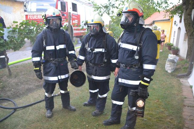 Der Atemschutztrupp der FF Stoitzendorf mit der Pfanne