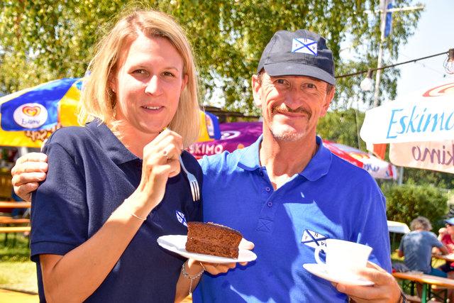Kaffee & Kuchen: Yasmine Wegl mit Franz Gratsch.