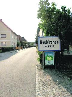 Im Gemeindegebiet von Neukirchen kam ein Auto ins Schleudern.