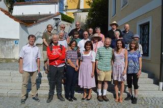 1. Reihe von links: Peter Aigner, amerikan. Gast, Dr. Thekla Weissengruber, Vzbgm.in Renate Heitz Obmann John F. Berky ist in der obersten Reihe der 3. von links.