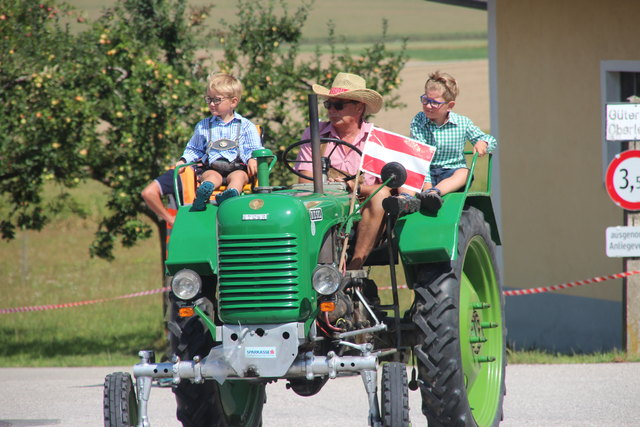 Auch junge Auto- und Traktorenfans durften nicht fehlen.
