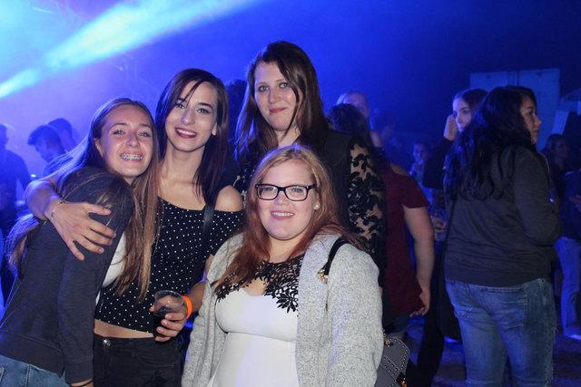 Anna (li) und ihre Freundinnen: Liane, Julia und Anja