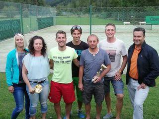 Gruppenfoto von der Siegerehrung der Obertrauner Tennisortsmeisterschaft 2018 mit Bürgermeister Egon Höll.