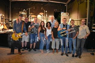 "Bgm. Ingrid Salamon, Stadträtin Rafaela Strauss und Organisator Martin Hollweck mit ""Rock in Peace"""