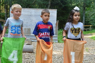 Interkulturelles Picknick in den Holzwelten