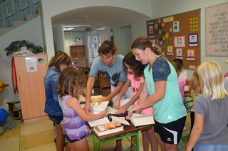 Kreatives aus alten Büchern entstand in der Bücherei in Gaflenz.