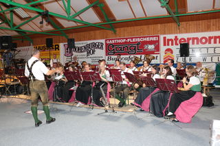 Die Lobmingtaler Ortsmusik sorgte beim Dämmerschoppen am Samstag für Stimmung.