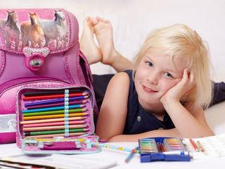 Das Highlight ist die erste Schultasche. Aber auch Hefte, Stifte und mehr müssen vor Schulbeginn besorgt werden.