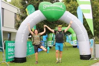 Superwanderer Martina Traisch und Manfred Polansky glücklich im Ziel in Bad Radkersburg angekommen.
