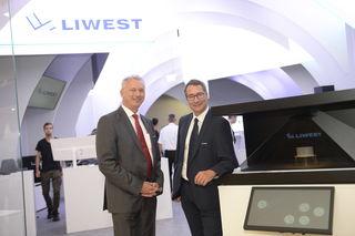 Liwest-Geschäftsführer-Duo Günther Singer und Stefan Gintenreiter im neuen Shop in der Plus City.