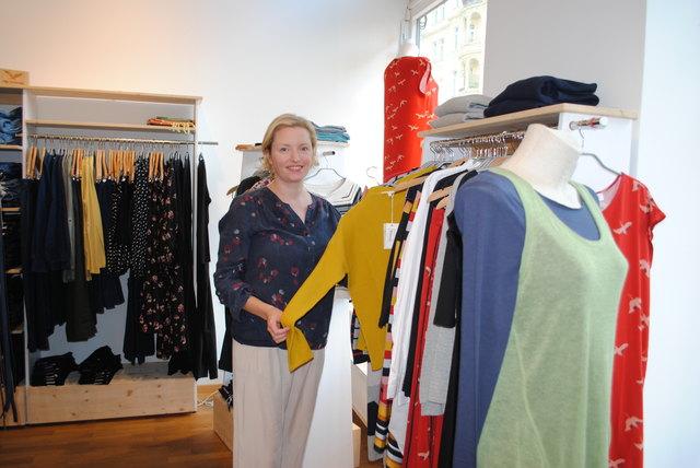 Kathrin Haumer bietet umweltbewusste und faire Mode mitten im 9. an.