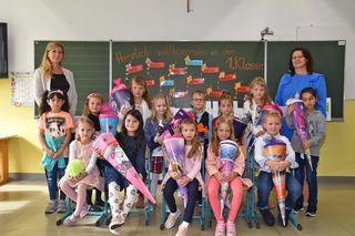 14 Taferlklassler haben in Stinatz ihren ersten Schultag absolviert - mit Schultüten.