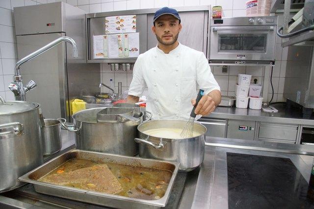 Ayman Ali ist seit Mai 2016 sehr erfolgreich als Kochlehrling im Gasthaus Vonwiller tätig. Im Oktober 2019 schließt er seine Lehre ab.