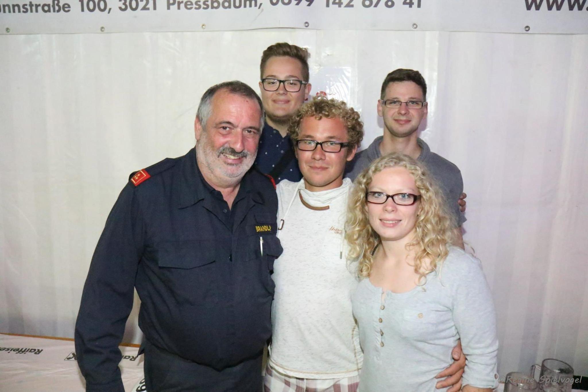 Junge leute kennenlernen aus pressbaum: Gay dating in buchkirchen