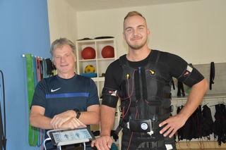 Der diplomierte Sportlehrer und Studio-Besitzer Olaf Balzer (links) mit seinem Mitarbeiter Adel Mandźić