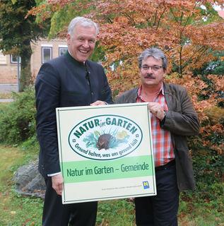 Landesrat Martin Eichtinger und Kreuzstettens Bürgermeister Adolf Viktorik.
