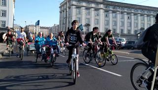 Radfahrer machen auf ihre Anliegen aufmerksam.