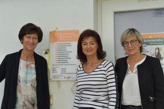 """StR Renate Dielacher mit """"Lichtblick""""-Vorsitzender Waltraud Bina und Mitarbeiterin Anna Sommer (v.li.)"""