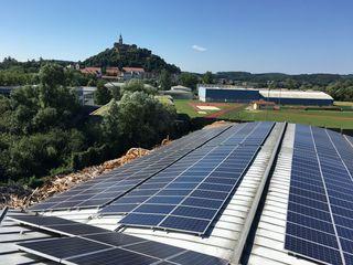 Photovoltaikanlagen erzeugen den für das Werk notwendigen Strom.