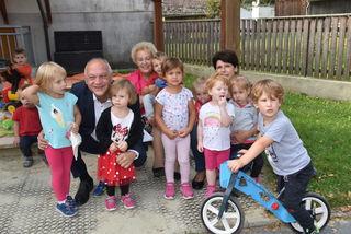 Auf die guten Betreuungsangebote im Burgenland wiesen Familienlandesrätin Verena Dunst und LAbg. Wolfgang Sodl beim Besuch des Kindergartens Olbendorf hin.