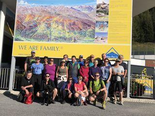 Die 20 Teilnehmer des Bezirkswandertags verbrachten einen wunderschönen Tag am Sonnenplateau.