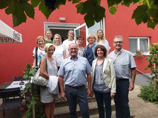 Bürgermeister Willi Goldenits mit den Pädagoginnen.