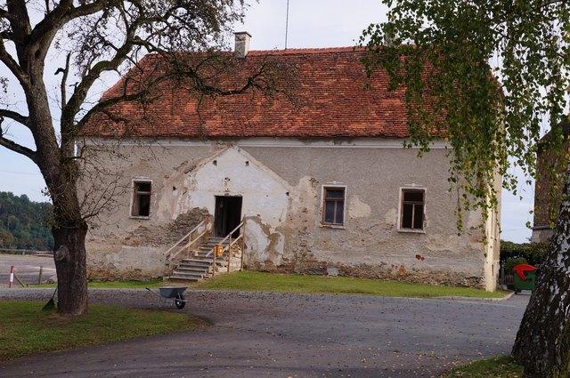 Das denkmalgeschützte Jägerhaus in Seggau 2 steht seit rund 35 Jahren leer. Die Eröffnung ist für 2019 anberaumt.