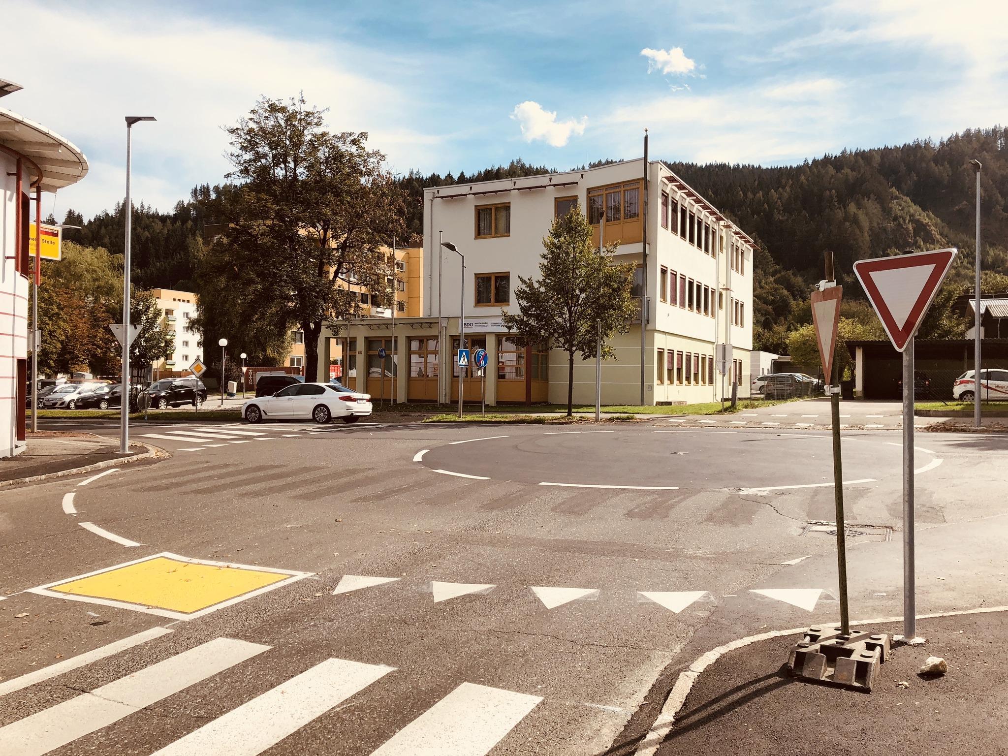 judenburg neuer kreisverkehr wird wieder gelb murtal. Black Bedroom Furniture Sets. Home Design Ideas