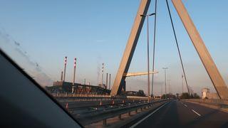 """In der letzten Woche ist der Brücke ein """"Horn"""" gewachsen."""