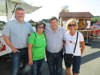 Bgm. Arthur Rasch, GGR Günter Graßmann dankten seitens der Marktgemeinde Hofstetten-Grünau dem Organisationsteam des Turnvereins mit Helga Schuhmeier und Ilona Hartmann.