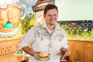 Schnitzel und Bier: D. Stangl setzt auf Fußball-Aktionen