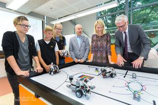 LH-Stv. Strugl (v. r.) und Landesrätin Haberlander überzeugten sich von den digitalen Kompetenzen der Schüler in Tallinn.