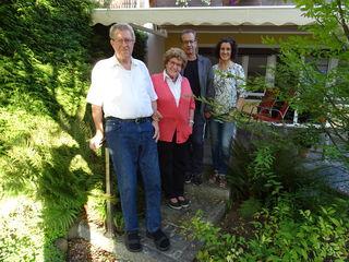 Auf dem Foto ist die Jubilarin mit ihrem Gatten Egmar, Tochter Monika und Bgm. Dr. Wolfgang Jörg zu sehen