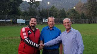 Beim SV St. Urban: Obmann Stefan Kogler, Gemeindevorstand Helmut Sonvilla und Sponsor Werner Kogler (von links)