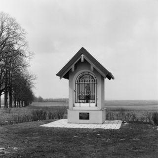 dieses Materl wurde von den Pilger und Wanderfreunden in Rauhenwarth errichtet....