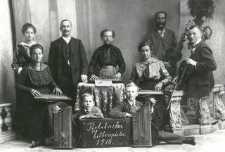 In den Topotheken des Bezirkes gibt es weitere Bilder und Texte über das Jahr 1918.